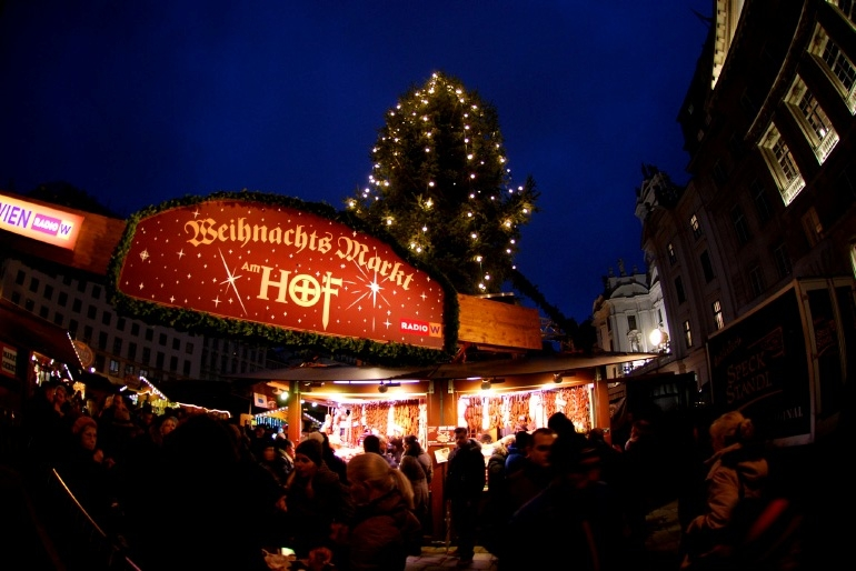 ge ffnet hat der christkindlmarkt the office. Black Bedroom Furniture Sets. Home Design Ideas
